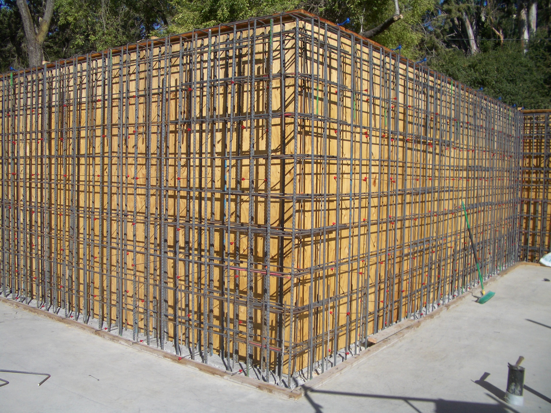 Build It Greens Santa Clara County Home Tour 2006 3 Basement Wiring Concrete Walls 20040817 Rebar In